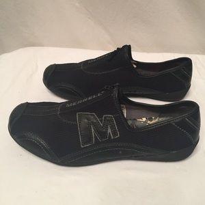 Super lightweight pair of Merrell sneakers